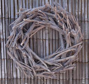 krans-hout-donkerbruin-rattan